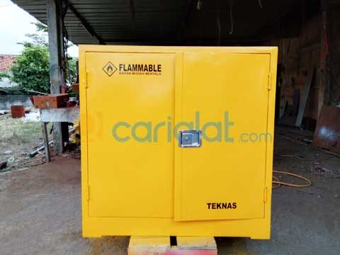Lemari Flammable (Flammable Cabinet)
